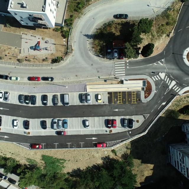 Završeno parkiralište s kružnim tokom u Mokošici