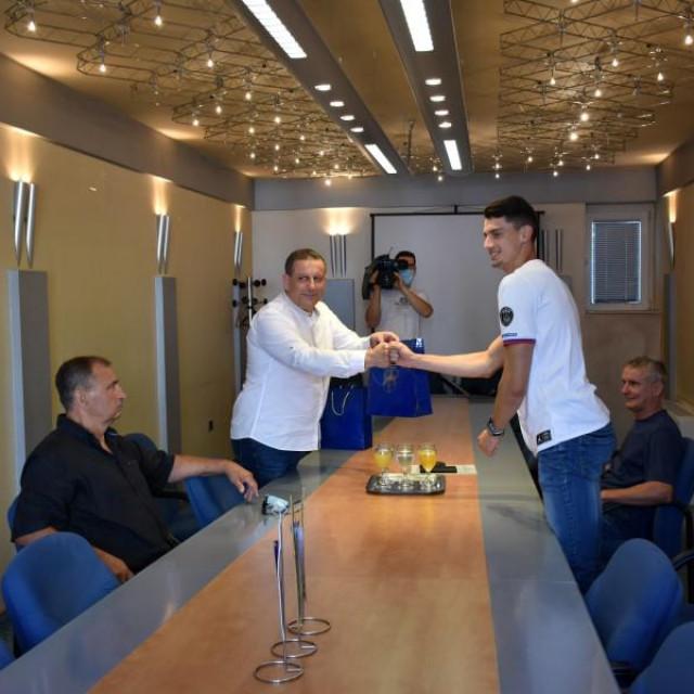 Kninskog atletičara Marka Čeku primio je šibensko-kninski dožupan Nikola Blažević