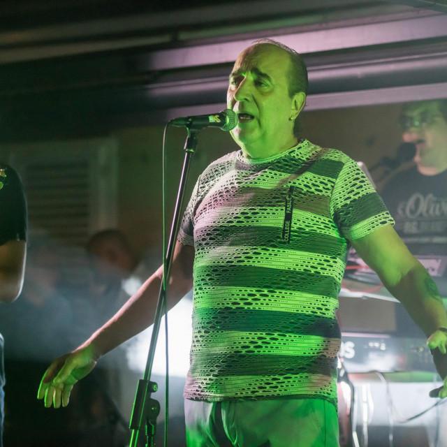 Mladen Grdović je krajem srpnja održao koncert na terasi kafića Dišpet na Poluotoku<br />