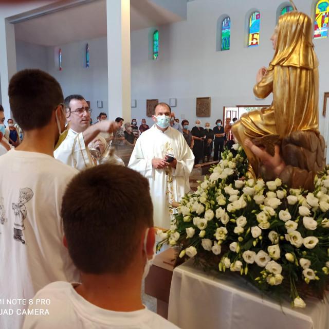 Misno slavlje predvodili su salezijanac don Ivan Terze i don Mijo Grozdanić, mjesni župnik