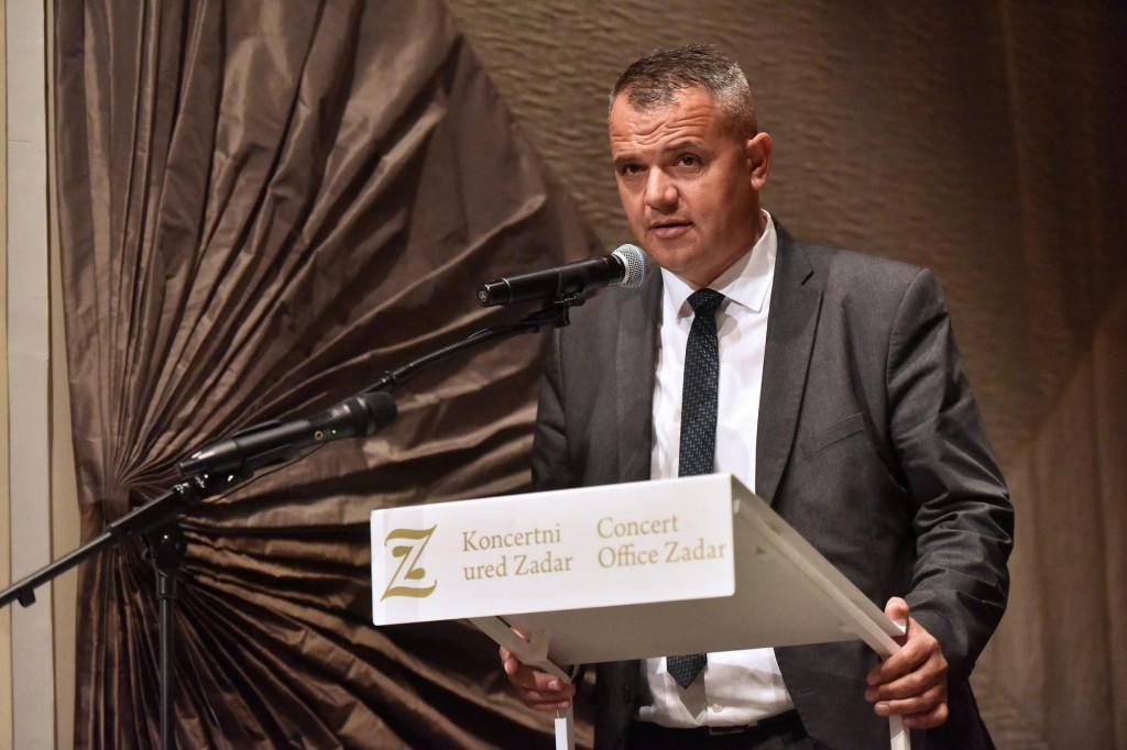Tomislav Bulić, benkovački gradonačelnik, tri godine od dolaska na funkciju nije uredno popunio imovinsku karticu u kojoj nisu bile vidljive dionice, njive, automobil ni kredit što ih je HDZ-ov gradonačelnik bio dužan prijaviti...
