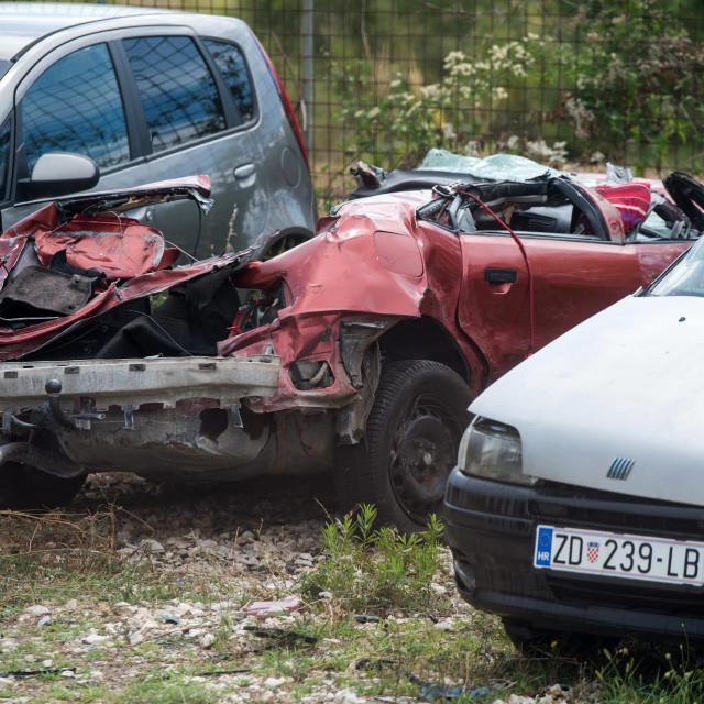 Zadar, 180820<br /> Automobil koji je sinoc sudjelovao u teskoj prometnoj nesreci kod mjesta Jasenice, nalazi se u dvoristu vucne sluzbe u Zadru.<br />