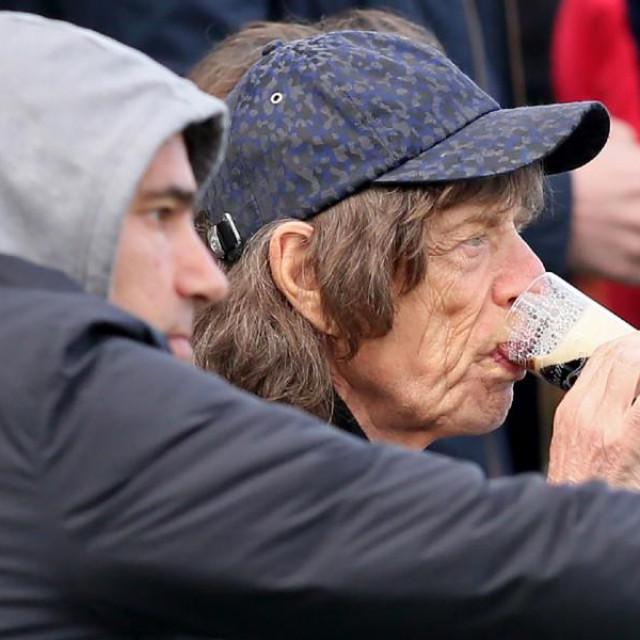 Mick Jagger obožava nogomet, često ga se snimi s prijateljima u gledalištu