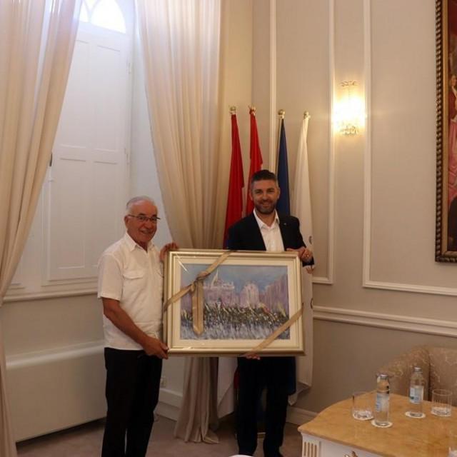 Gradonačelnik Mato Franković primio je don Tomu Lučića povodom njegova umirovljenja