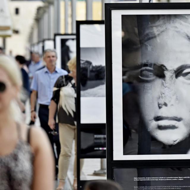 Izložba fotografija Vicka Vidana u Marmontovoj ulici pokraj Pirje