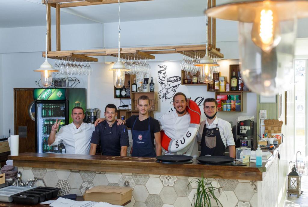 Kuhari i konobari splitskog restorana 'Šug'<br />
