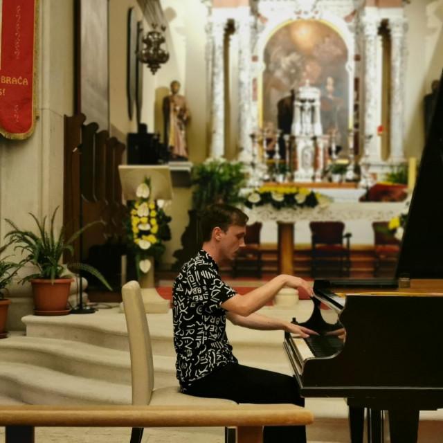 Tomislav Damjanović redovito nastupa u programu klasike Supetarskog lita<br />