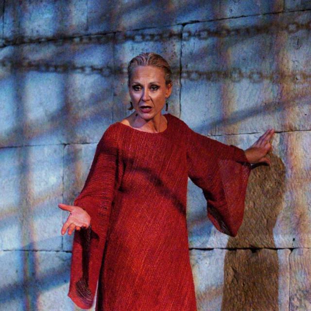 Bila je jedna od posljednih čuvarica digniteta kazališne umjetnosti koju je štovala gotovo religiozno, opirući se svakoj profanaciji i banalnosti