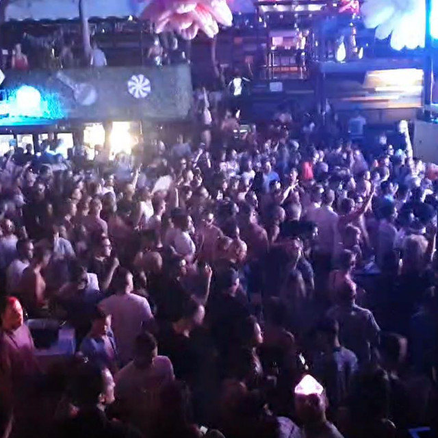 Nedjeljno partijanje u klubu Kalypso