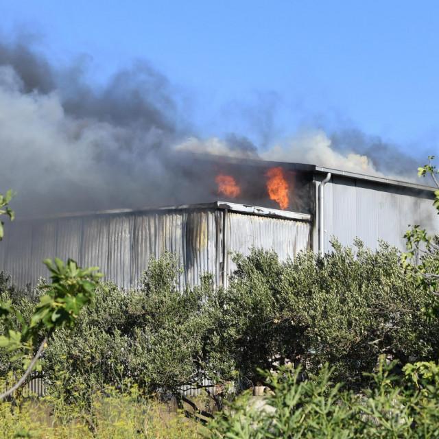 Požar u tvornici 'Nadalina' u Kaštel Novom