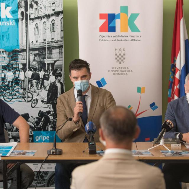 Mišo Nejašmić, Slavko Kozina i Andro Krstulović Opara, drže tri kantuna festivala<br />