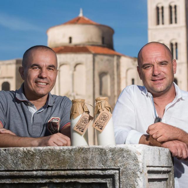 Dragan Jurjević (39) i Mate Odžaković (38) pokrenuli su 'Mlikariju', prvu zadarsku mljekaru koja proizvodi jogurte po tradicionalnoj recepturi