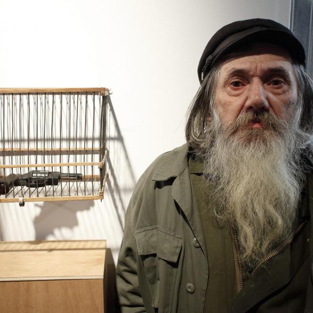 1 Vladimir Dodig Trokut pokraj jednog od svojih radova<br /> Dragan Matić/hanza media