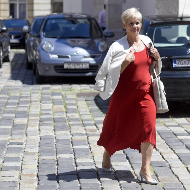 Grozdana Perić, HDZ, dolazi u zgradu Vlade<br />