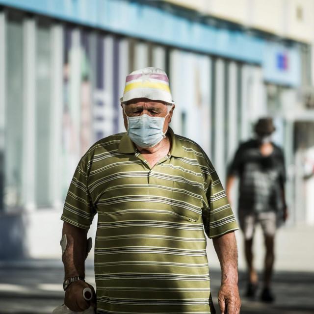 Sibenik, 130720.<br /> Prema odluci Nacionalnog stozera, od danas je obavezno nosenje maski u svim zatvorenim prostorima, te za zaposlenike u ugostiteljstvu.<br />