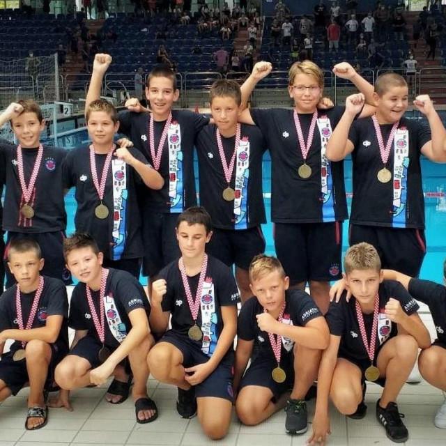 Nade Jug Adriatic osiguranja - osvajači brončane medalje na završnom turniru prvenstva Hrvatske, koji je odigran u Rijeci foto: jug.hr