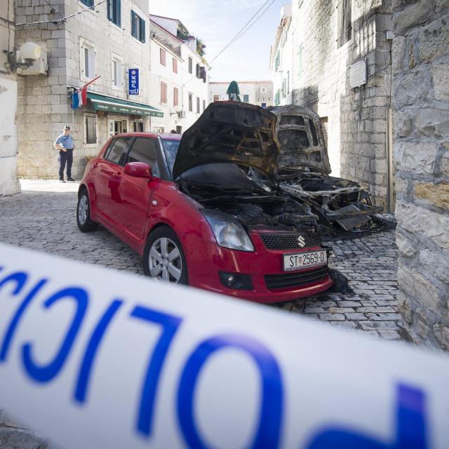 Fizički obračuni obično su uvod u oružane sukobe i paljevine automobila, kao u slučaju ovog BMW-a u Kaštel Lukšiću
