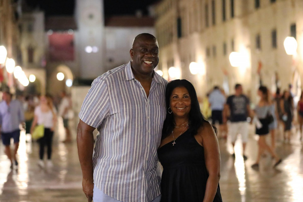 Magic Johnson na Stradunu sa suprugom