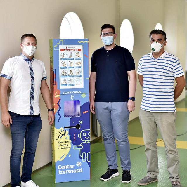 Ivica Zelić, Antonio Nikolić i mentor Toni Jagnjić pokraj 'Greenboxa'