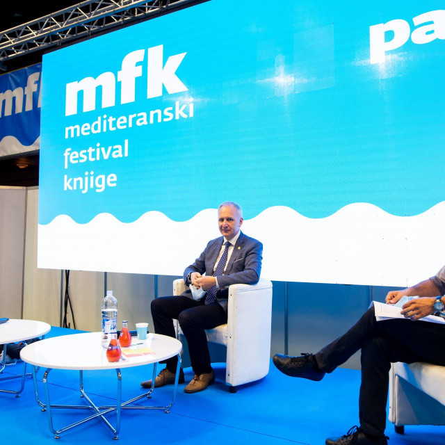 Andro Krstulović Opara, dr. Joško Belamarić i Damir Šarac, sudionici panela<br />