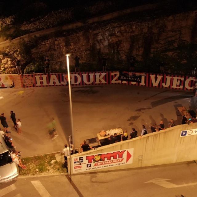Uz Hajduk i Torcidu mural prikazuje i najpoznatijeg Korčulanina Marka Pola i njegov Put svile