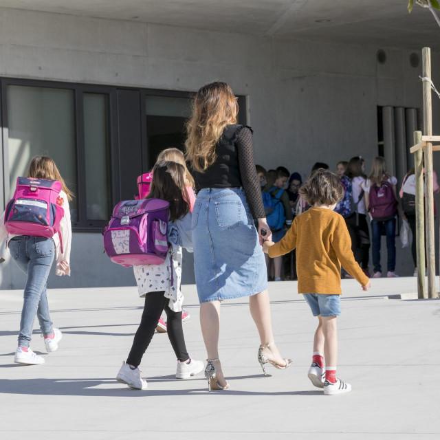 Split,250520<br /> Prvi dan nastave za vecinu ucenika razredne nastave u Osnovnoj skoli Znjan Pazdigrad.<br /> Na fotografiji: prvi dan nastave.<br />