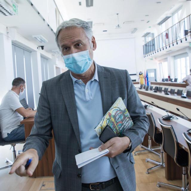 Prof.dr. Dragan Ljutić: Život mora ići dalje i u ovim okolnostima, Sveučilište mora raditi, studenti imajupravo na najbolje obrazovanje