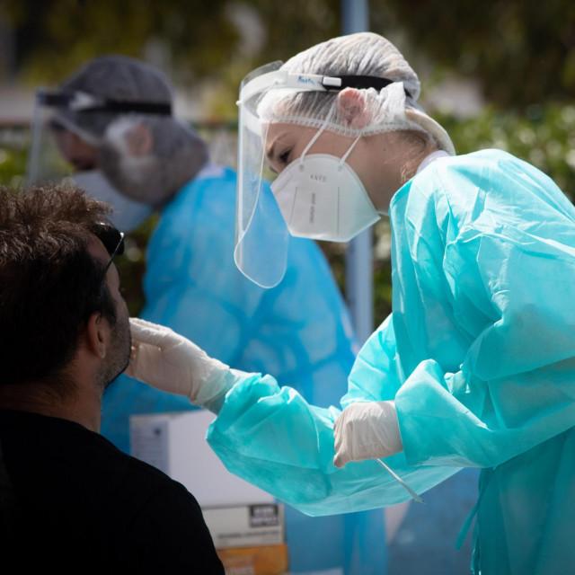 Dok se mnogi zabavljaju i ponašaju kao da virus i ne postoji, medicinari doslovno padaju s nogu