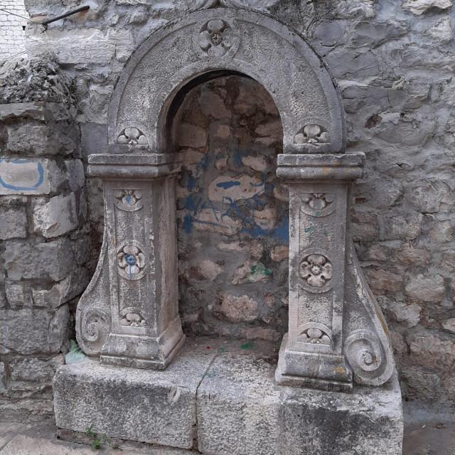 Sveti Mikula na Stagnji postao je još jedan poligon za šaranje sprejem