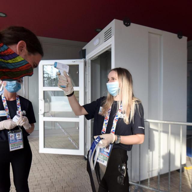 Dvorana Kresimira Cosica na Visnjiku. Rukometni turnir SEHA - Final 4 Gazprom lige. Polufinalna utakmica Telekom Veszprem - Meshkov Brest.<br /> Na fotografiji: epidemioloske mjere na ulazu u dvoranu.<br />