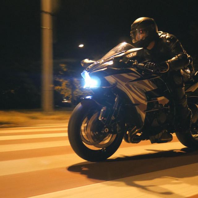 Noćne utrke na Poljičkoj uobičajena su ljetna priča koja traje i traje Shutterstock