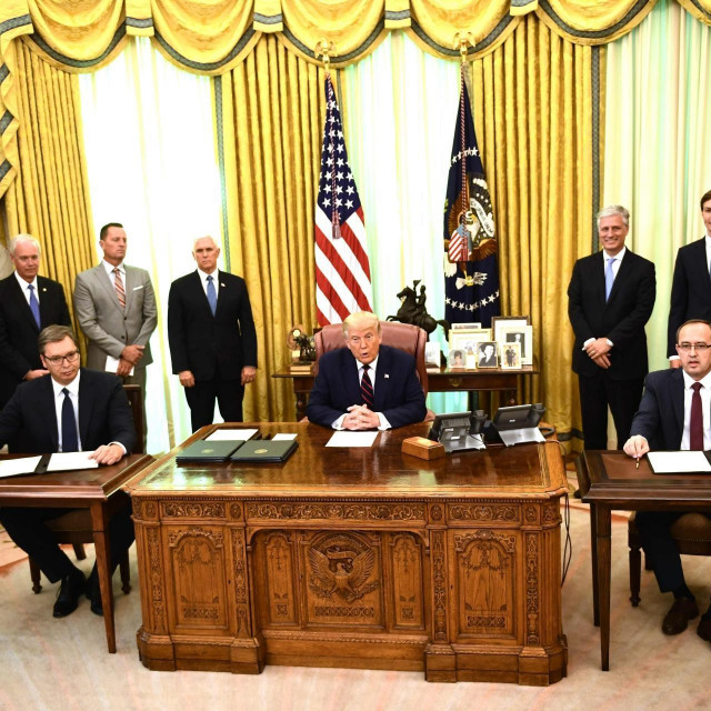 Vučić, Trump i Hori u Bijeloj kući na potpisivanju sporazuma