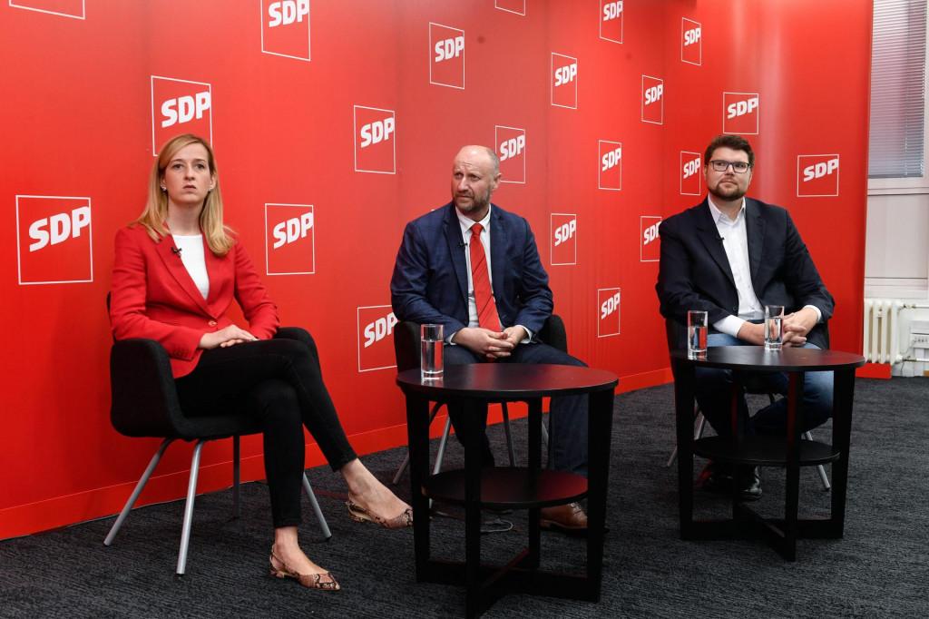 S prvog sučeljavanja, u organizaciji Hanza Medije: Mirela Ahmetović, Željko Kolar i Peđa Grbin