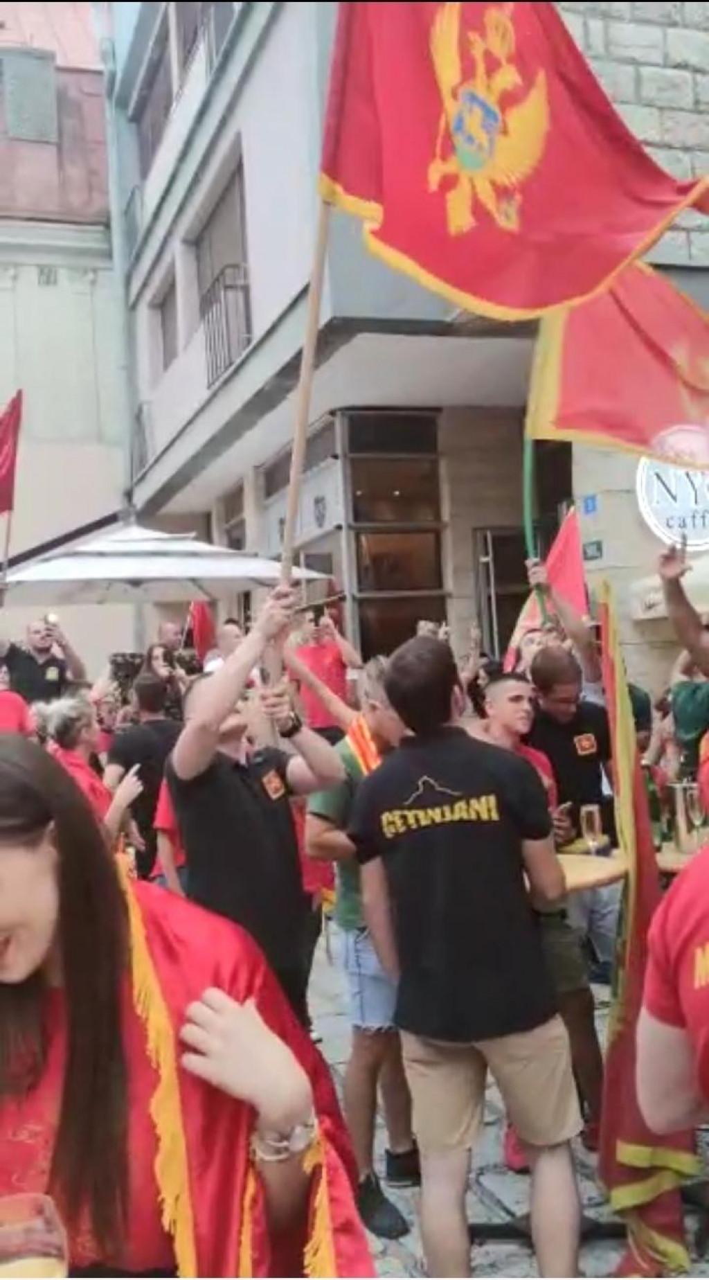 Crnogorci pjevali Thompsona