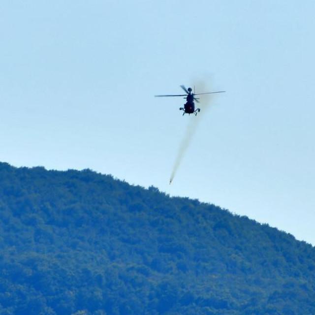 Bojeva gađanja i raketiranja 393. eskadrile helikoptera na ciljeve na zemlji iz helikoptera Kiowa Warrior