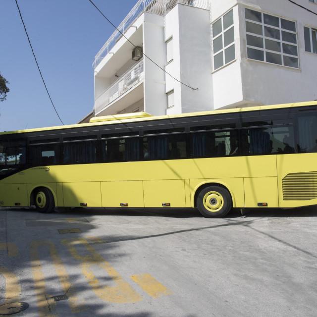 Prometov solo autobus jedva se okrene na Kamenu, a zglobni ne može nikako