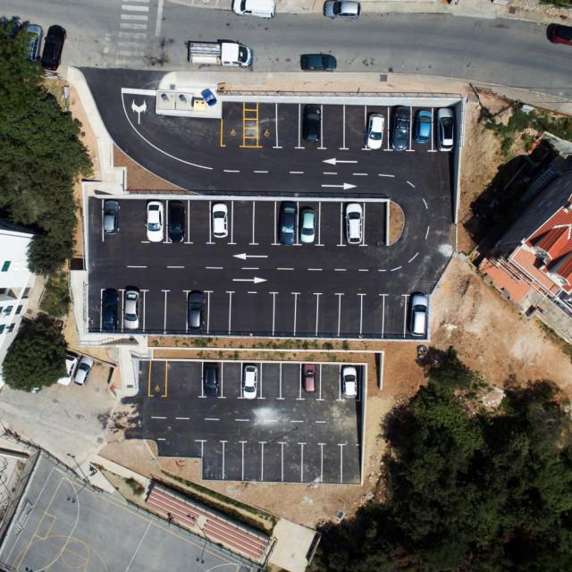 Izgrađeno još jedno parkiralište u Mokošici, novih 58 mjesta u Ulici Marina Kneževića