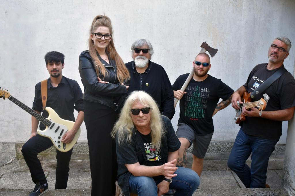 Whiteheads, današnji band Davora Tolje (s dugom kosom u sredini)