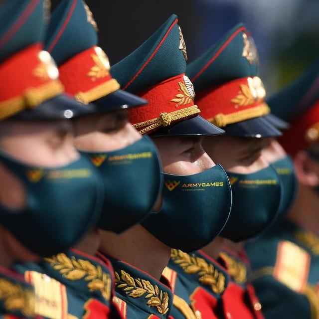 Ruski časnici pod maskama