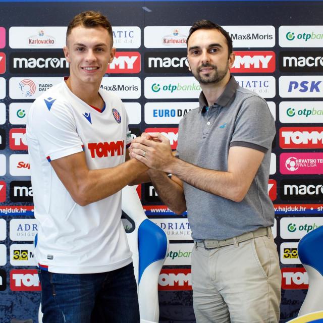 Jani Atanasov, novi vezni igrac i Ivan Kepcija sportski direktor HNK Hajduk.