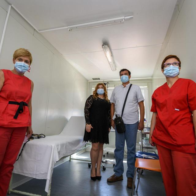 UV-C lampa za dezinfekciju u kontjeneru za trijažu ispred šibenske bolnice