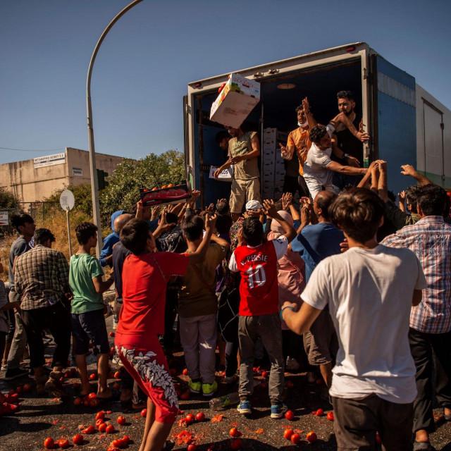 Požar je pogoršao ionako teške životne uvjete u migrantskom kampu na Lezbosu