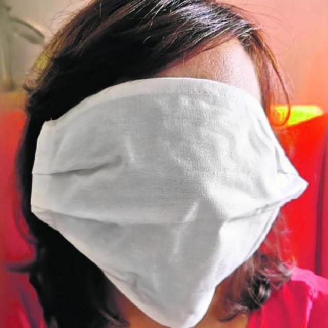 Prevelike maske za školarce