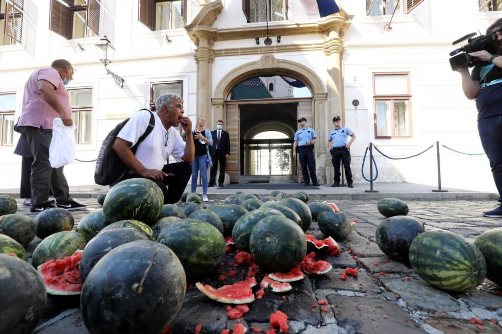 Prosvjed ispred zgrade Vlade