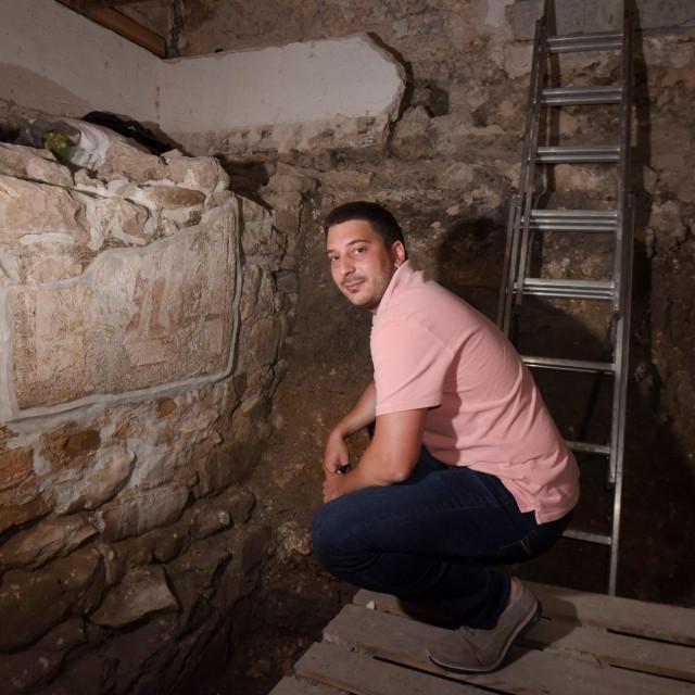 """Ponosni """"vlasnik"""" senzacionalne freske i budućeg hostela Deni Mišlov"""