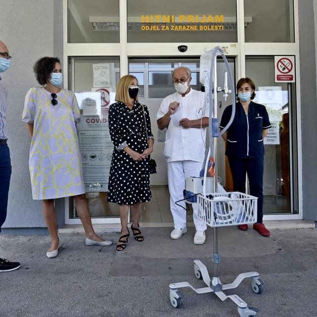 Predstavljanje uređaja za ventilaciju ispred Klinike za infektologiju