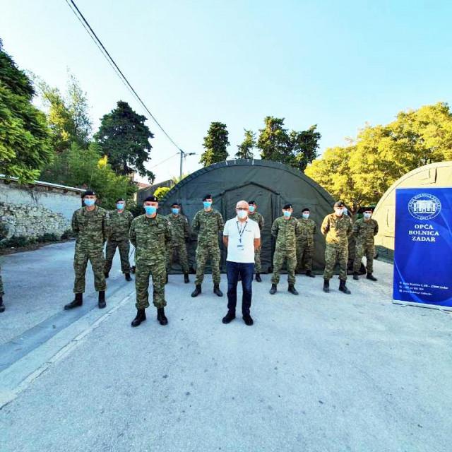 Ispred OB Zadar niknula su dva šatora za moguće zbrinjavanje oboljelih od COVID-a