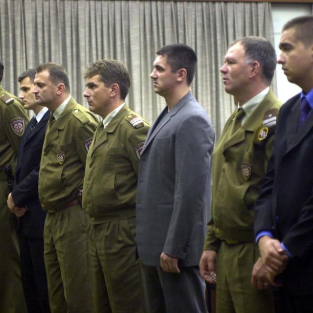 Fotografija sa suđenja snimljena prije 18 godina: Dean Nišandžić (desno), Mirko Matanović (sredina) i Dragan Mrkonjić (lijevo)