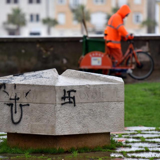 Spomenik onima koji su Zadar vratili Hrvatskoj uskoro će biti uklonjen, nakon što je već ionako ukrašen...<br />