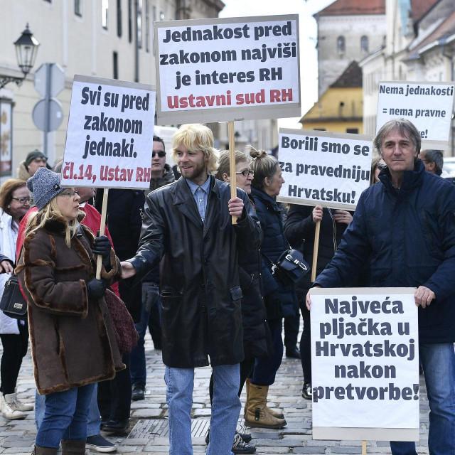 Prizor s jednog od prosvjeda zaštićenih najmoprimaca, iz vremena dok su se nadali za njih povoljnijoj odluci Ustavnog suda